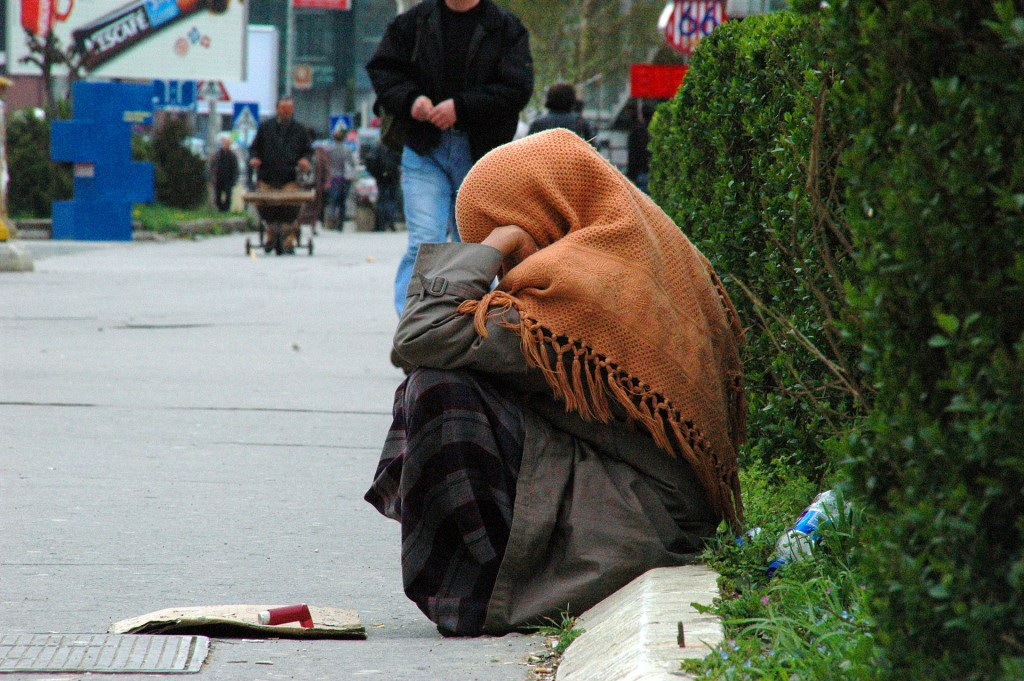 2010-04-17_BettlerinInPristina_ArianSelmani_Wikipedia
