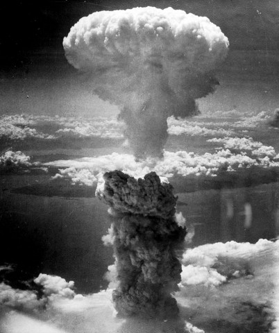 1945-08-09_Nagasakibomb_NationalArchivUSA_CharlesLevy_Gemeinfrei